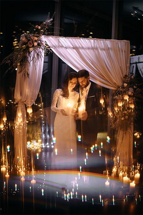 kopā tur sveces kāzu vakarā
