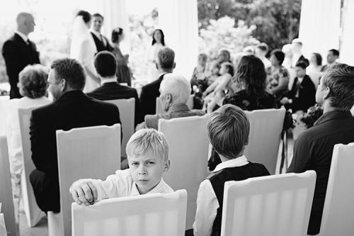 lieli un mazi kāzu viesi