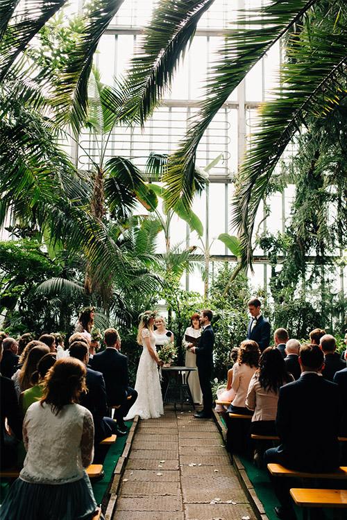 laulību ceremonija zem palmām