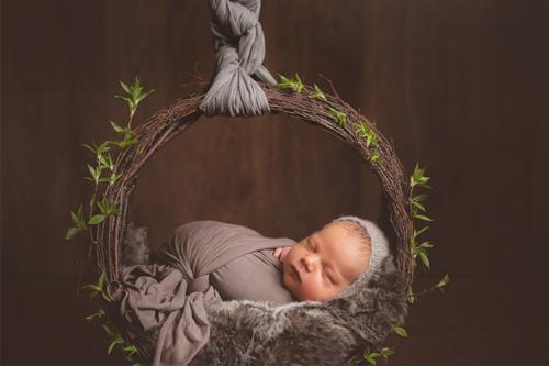 mazulis dabas šūpulī