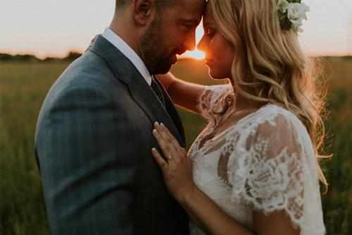 saulriets starp vīru un sievu