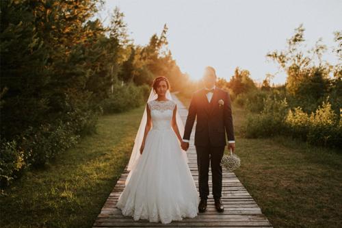 ideja skaistai kāzu bildei dabā