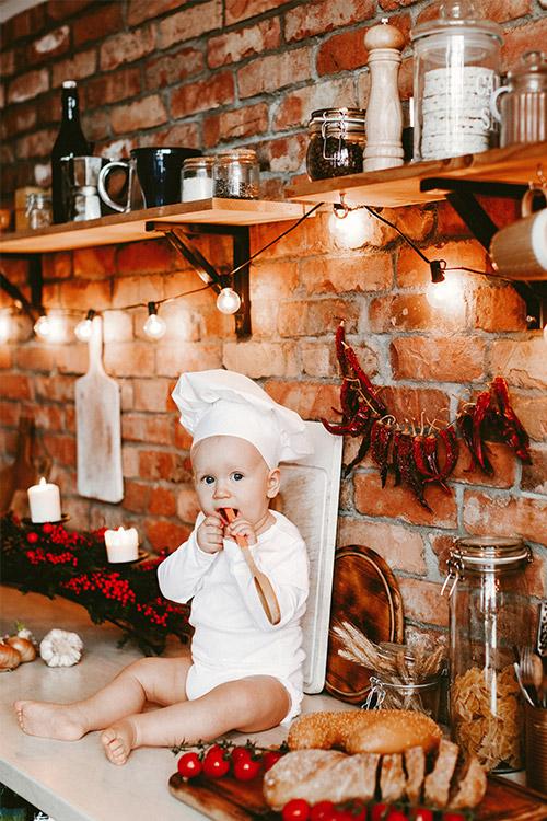 maza pavāriņa bilde virtuvē