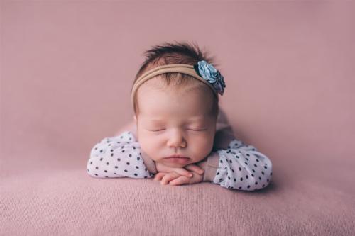 skaista mazuļa fotogrāfija