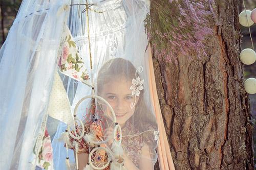 meitene oriģinālā fotogrāfijā