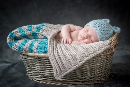tikko dzimušais groziņa bildītē
