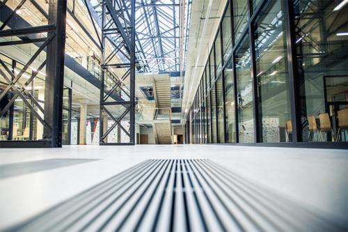 moderna biroju ēka