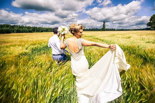 līgava priecājas