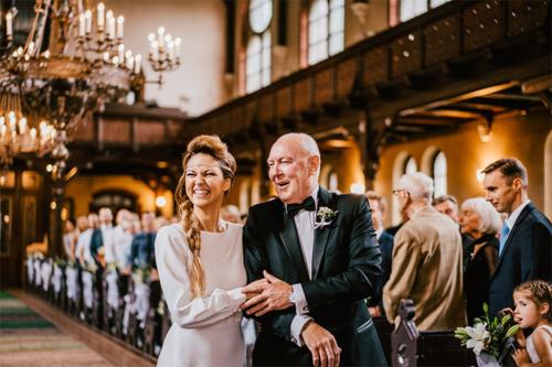 kāzu epizode no Torņakalna baznīcas