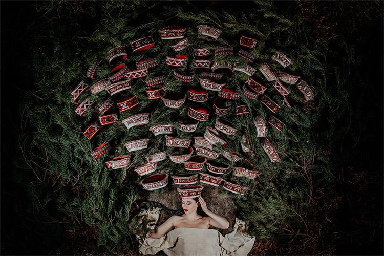 oriģināla ideja portretam - tautu meita ar 50 vainagiem