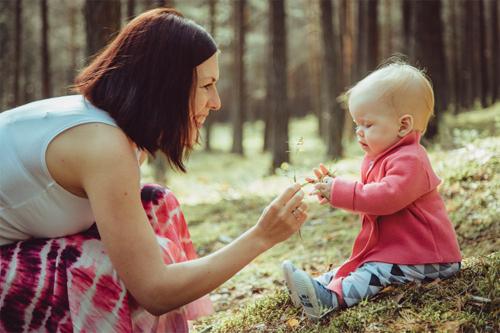mamma māca bērnam atpazīt augus mežā
