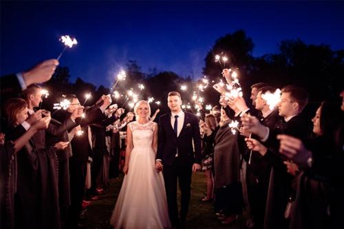 kāzas ar brīnumsvecītēm