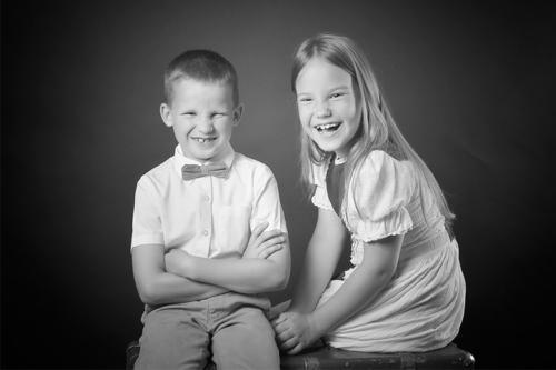māsa un brālis fotostudijā