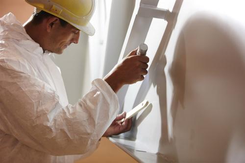celtnieks darba procesā