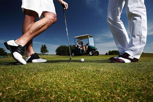 golfa spēle ar draugiem