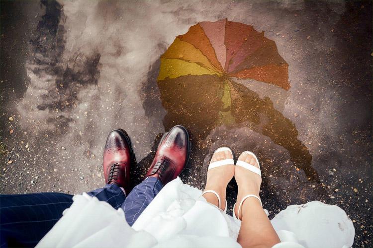 šķietami var redzēt, ka pēc kāzām ir lijis lietus