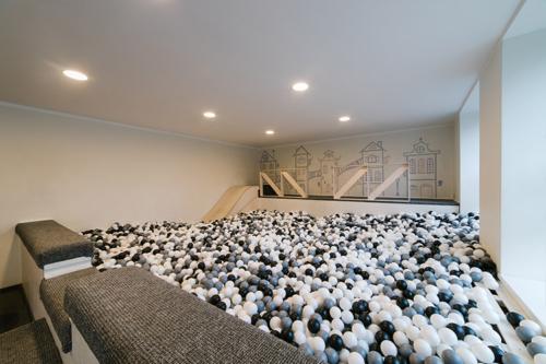moderns bumbu baseins bērniem