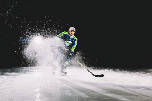 Mogo hokeja komandas reklāmbilde