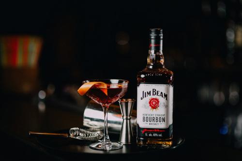 kokteilis ar jim beam