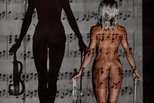 ideja par māksliniecisku un muzikālu kail-foto