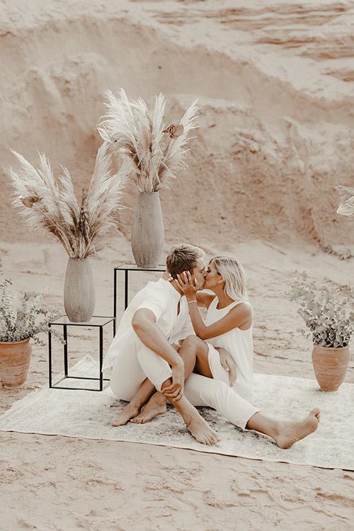skūpsts romantiskā vietā