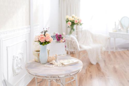 fotostudijas interjers ar ziediem